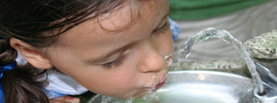 Girl_drinking_water2a
